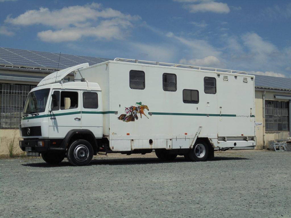 Mercedes 1120 transport chevaux