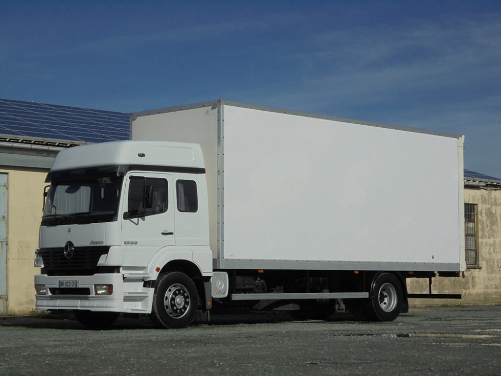 Mercedes 1833 Atego 6 places 53 m3