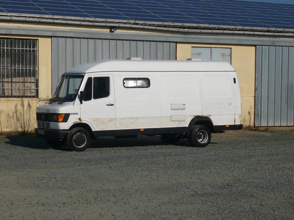 Mercedes 409 3 panneaux aménagé
